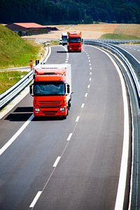 Bild LKWs auf der Autobahn